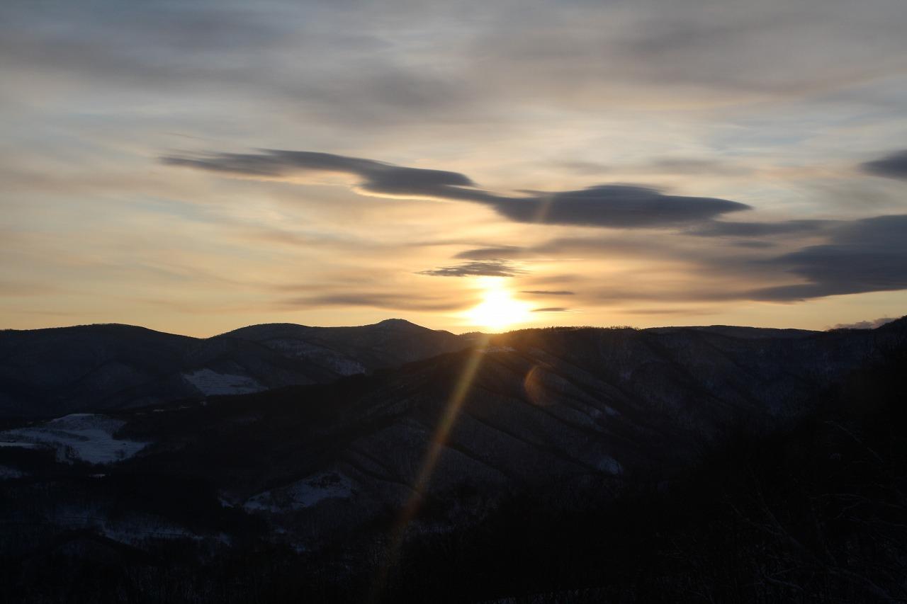 夜景とご来光 年に1度のチャンス 小樽天狗山で初日の出 札幌発着 (1/1) 札幌
